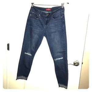 Cute Guess ankle length jeans
